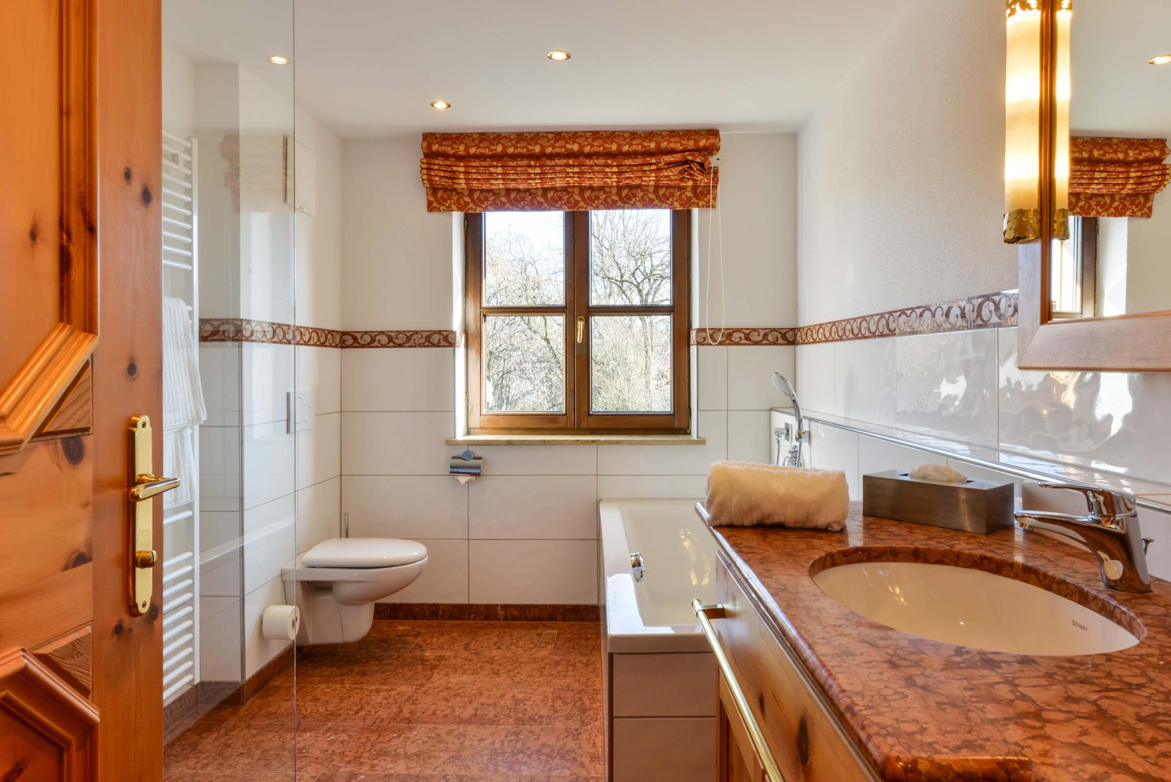 Badezimmer Comfort Deluxe Landgasthof zum Erdinger Weißbräu