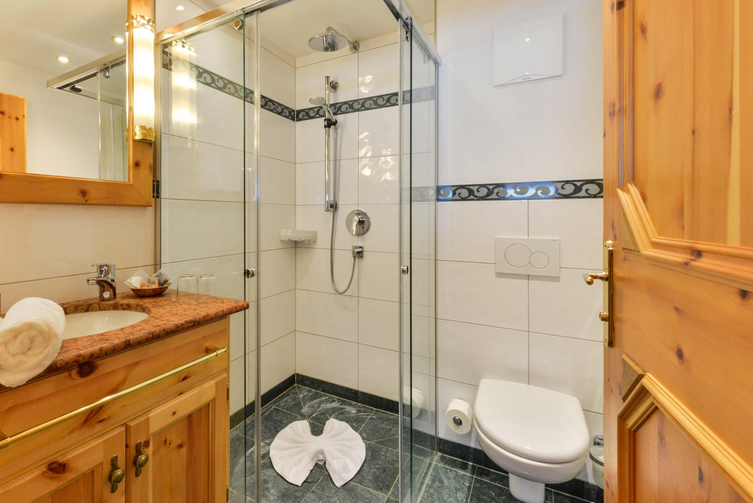 Badezimmer Familienzimmer Landgasthof zum Erdinger Weißbräu
